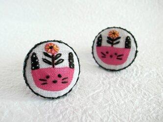 bloomingうさぎ刺繍ブローチの画像