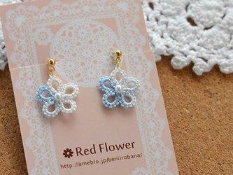 ブルーの小花 樹脂イヤリング ノンホールピアス 樹脂ピアス レース編み タティングレースの画像