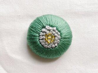 刺繍くるみボタンヘアゴム【パステルグリーン×ライトグレー】の画像