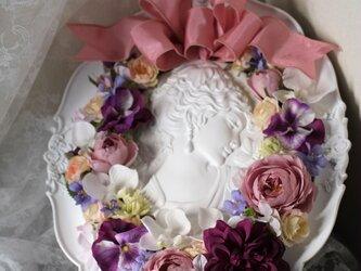 花咲く乙女のアンティーク壁掛けの画像