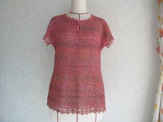 春から夏に フレンチ袖のレース編みセーターの画像