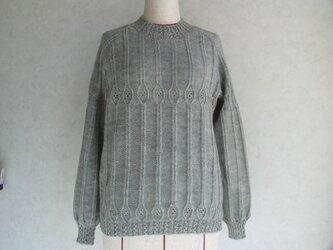ラグラン袖の丸首セーターの画像