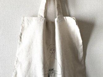 猫を抱いた女の子 トートバッグ ページュの画像