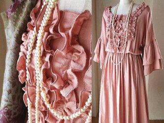フリルたっぷり ギャザーワンピース  ラッフルスリーブ コットン 大人のピンクの画像