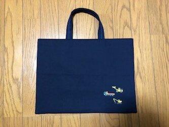 1点限定:クロスステッチ刺繍:ダンプカー&ショベルカー*紺色レッスンバッグ★通園通学の画像