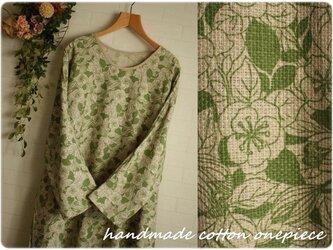 グリーン×ベージュ花柄 ドルマン ロングワンピース プリペラ 大きいサイズ ゆったりの画像