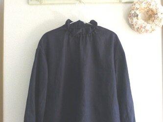 受注生産 濃紺リネン100%生地 ゴム入りフリル襟のプルオーバー MLの画像