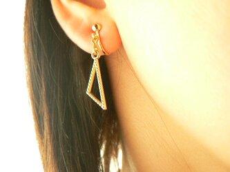 三角形のイヤリングの画像