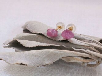 Natural Unheated Ruby rough rock earrings 天然非加熱ルビーの原石ピアス K18の画像