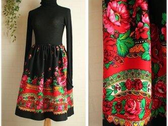 期間限定sale送料無料 黒 スカーフ柄 ウール100% ウエストゴム ギャザースカート 花柄の画像