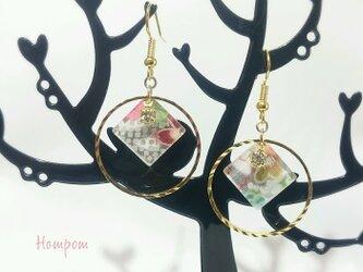 18p033・【送料無料】ふんわり桜色 和柄ピアス ホムポムの画像