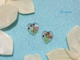 18p0018・プチプラ☆かすみ草の小さなハートピアス ホムポムの画像