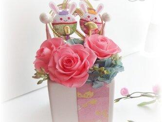 ひなまつり♪お花とウサギでキュートなお祝いの画像