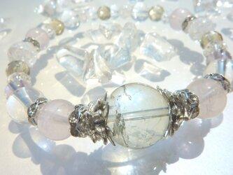 透明感が美しい宝石質!心の癒しに大玉グリーンアメジストのブレスの画像