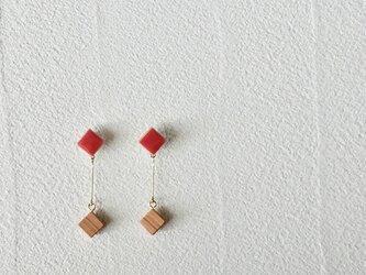 """タイルとサクラ""""pin"""" 朱 ピアス の画像"""
