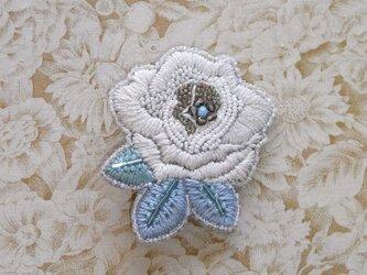 薔薇*空 刺繍ブローチの画像
