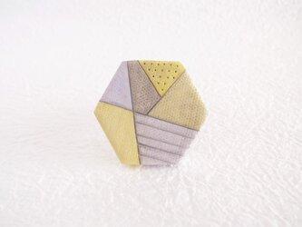 春の芽吹き六角形ブローチの画像