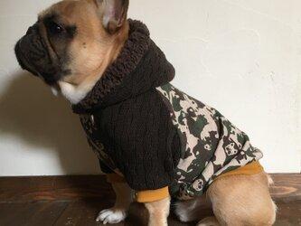 犬服【オーダー製作】パグ&フレブル迷彩柄 フード付きラグラントレーナーの画像