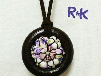 [割引]花のウッドリングのネックレスの画像