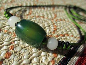 ミャンマー白翡翠 古い瑪瑙珠 願い結び編み お紐仕立て無段階調節可能ネックレスの画像