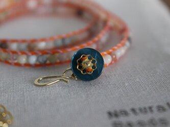 flowerラップブレスレット/ 天然石 : アマゾナイト・マザーオブパール・珊瑚・水晶の画像