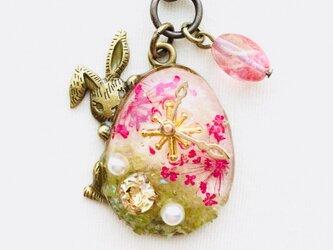 ウサギキーホルダー(春時計)の画像
