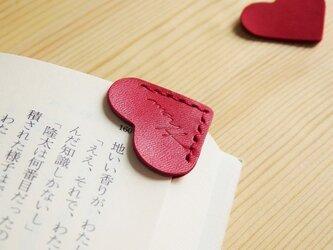 赤いハートの栞の画像