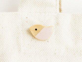 木の鳥ブローチ(パステルピンク)の画像