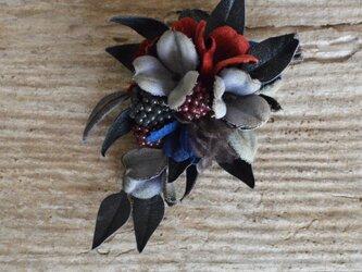 *染の草花*『染の草花・ブラックベリーとんがり葉のコサージュ』の画像
