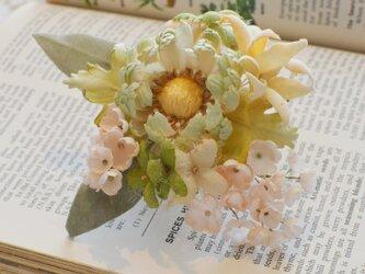 *染の草花*『パステルの花(グリーン)ヘアクリップ付きコサージュ』の画像