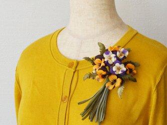 *染の草花*『染の草花・ビオラの花束のコサージュ【オレンジ×パープル】』の画像