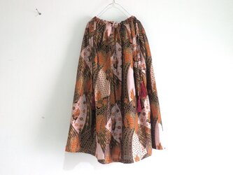 鳥柄バティック/金の縁取りの大人かわいいスカート/ブラックの画像
