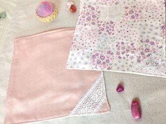 4重ガーゼハンカチ(ピンクと花)の画像