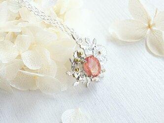 桜色トルマリン 雛菊のネックレスの画像