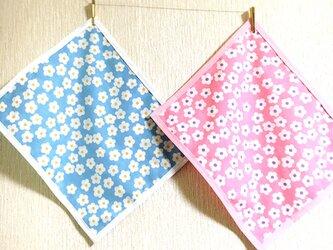 送料無料♡幼稚園小さめナフキン 2色のお花畑の画像