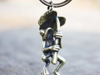 金色カエルのキーホルダーの画像