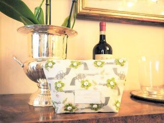 ピストルと装飾花のポーチ【受注販売】の画像