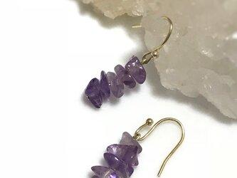 紫色が上品で美しい アメジスト さざれ石のピアス フックタイプの画像