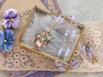 パンジーとヴィンテージ・ビーズのネックレスの画像