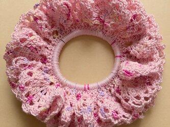 ハンドメイド☆春向け愛らしいピンクたっぷりボリュームレース編みシュシュ フラワー アクセサリー ヘアゴム 大人可愛いの画像