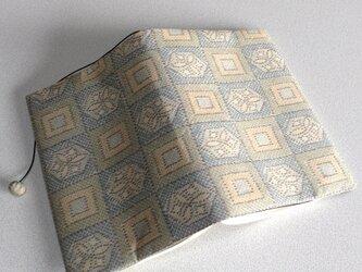 363   ★再販★   大島紬   市松に升   華紋模様   クリーム色   文庫サイズブックカバーの画像