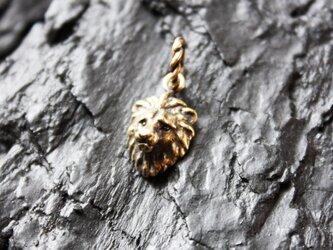 金色ライオンのペンダントの画像