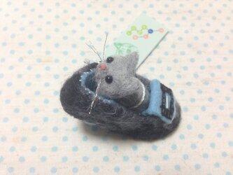 靴ネコブローチ☆513灰の画像