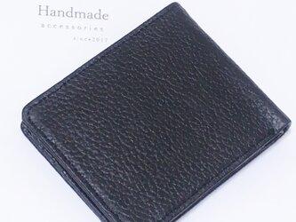 牛革を使用 二つ折り財布の画像