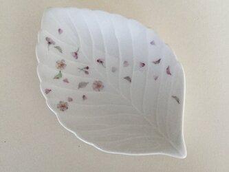 桜のリーフ皿の画像