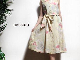 1点物 ✳︎ アンティーク 正絹 着物リメイク  花椿 白銅色 ワンピースの画像