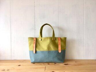 【在庫あり】黄緑色と水色の鞄 ヌメ革ベルトの画像