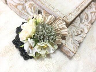 ホワイト&グリーン系フラワーのミニコサージュ *卒業式*入学式*結婚式の画像