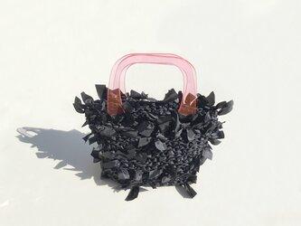 [cyane]basket bag / black × handle:pinkの画像