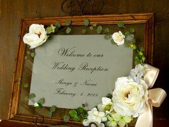 ウェルカムボード(シャビーブラウンフレーム&モダンホワイトローズ)結婚式 ウェディングボード  / 受注製作の画像